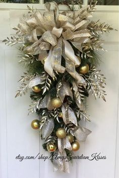 Front Door Christmas Decorations, Christmas Door Wreaths, Christmas Nativity Scene, Christmas Swags, Christmas Centerpieces, Holiday Wreaths, Rustic Christmas, White Christmas, Christmas Floral Arrangements