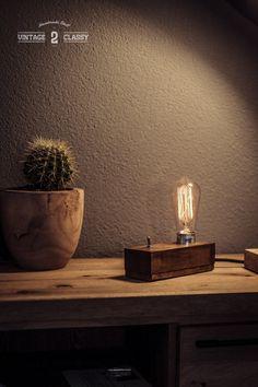 Hoi! Ik heb een geweldige listing op Etsy gevonden: https://www.etsy.com/nl/listing/496344502/small-wood-block-desk-lamp-oak