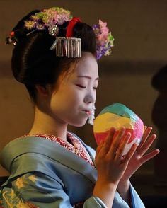 Geiko & Maiko — September Maiko Kikusana (Hanafusa Okiya) of. Geisha Hair, Tarot, September, Japan, Beauty, Beautiful, Instagram, Beauty Illustration, Japanese