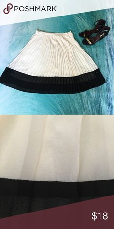 """Pleated cream midi skirt Classy and fun midi pleated skirt. Two tone cream & black. 🌸 30"""" waist  23"""" long 🌸 has a tiny pull as pictured above. Skirts Midi"""