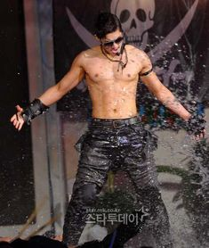 Kim Hyun Joong nació el 06 de junio de 1986 en una familia conformada por sus padres y un hermano mayor. Pertenece al signo de g...