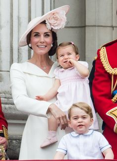 Kate With Charlotte and George at the Trooping the Colour, 2016 Princess Charlotte, Princess Diana, Kate Middleton Kids, Prince George Photos, Elizabeth Blackwell, Hollywood Life, Duchess Of Cambridge, Duchess Kate, Celebrity Style