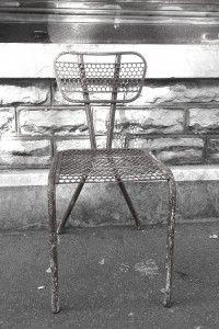 Chaise de jardin 50s en métal perforé. Déco bohème. Déco indus'. http://quichelorrainevintage.com/objets-choisis/chaise-jardin-metal-perfore-mategot-vintage-50
