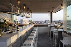 31 terrazas espectaculares en Madrid Patio Interior, Conference Room, Spain, Backyard, Table Decorations, Green, Furniture, Beautiful, Home Decor