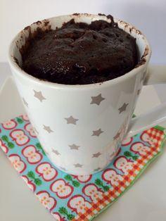 cake in een mok uit de magnetron