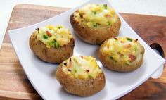 Jacket potatoes are a great after- school snack! Mix it up by getting the kids to fill them with their favourite topping. Jacket Potato Recipe, Make Ahead Lunches, School Lunches, Food Dishes, Dishes Recipes, Recipies, Lunch To Go, Health Snacks, Side Dishes Easy