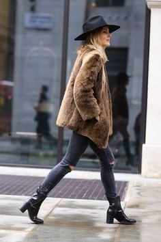 Lucy Williams in a gret hat, fuzzy brown coat, ripped skinny jeans & boots #style #fashion #fashionmenow