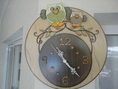 Relógio com tema em corujas para decor.