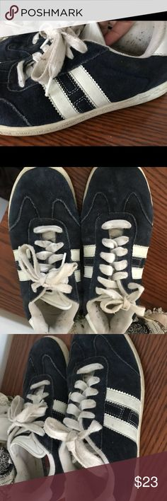 Tommy Hilfiger shoes size 8 GUC There's some piling inside the shoe but otherwise overall good conditions . Smoke and pet free home. Bundle discount 20% Tommy Hilfiger Shoes