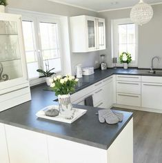 33 Stunning Grey And White Kitchen Color Ideas Match With Any Kitchen Design Kitchen Room Design, Modern Kitchen Design, Kitchen Colors, Home Decor Kitchen, Interior Design Kitchen, New Kitchen, Home Kitchens, Country Kitchen, Kitchen Ideas