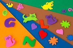 La goma E.V.A. sirve para crear infinidad de artículos y hacer muchas y divertidas manualidades.