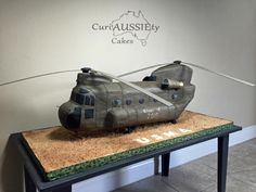 Huge Chinook helicopter cake - Cake by curiAUSSIEty custom cakes Army Cake, Military Cake, Fancy Cakes, Cute Cakes, Gorgeous Cakes, Amazing Cakes, Helicopter Cake, Nerf Cake, Chinook Helicopters