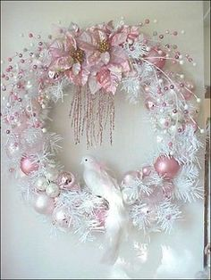 28 ideas for shabby chic christmas decorations pink wreath Shabby Chic Weihnachten, Diy Weihnachten, Shabby Chic Christmas Decorations, Christmas Centerpieces, Cat Christmas Ornaments, Christmas Crafts, Christmas Mantles, Enchanted Rose, Pink Wreath