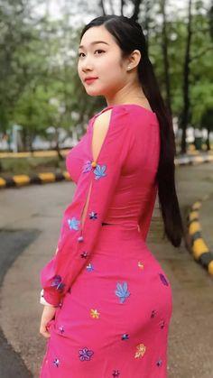 Myanmar Traditional Dress, Traditional Dresses, Beautiful Girl Image, Beautiful Asian Women, Fashion Models, Girl Fashion, Burmese Girls, Brunette Beauty, Sexy Asian Girls