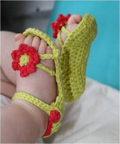 60 Adorable and FREE Crochet Baby Sandals Patterns --> Flower Power Baby Sandals Crochet Baby Sandals, Crochet Shoes, Crochet Slippers, Booties Crochet, Baby Slippers, Bedroom Slippers, Crochet Crafts, Crochet Projects, Free Crochet