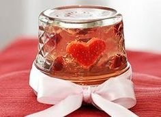 These rosé wine jelly shots are flipped upside down with floating fruit in heart-warming snow-globe style. Rosa Wine, Jell O, Valentines Day Dinner, Valentines Day Desserts, Valentine Treats, Strawberry Hearts, Strawberry Slice, Wine Jelly, Jelly Jars