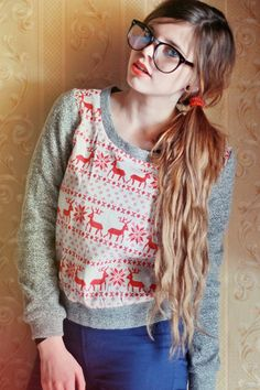perfect sweater for fall Emma Style, Style Me, Italian Women Style, Quirky Girl, Reindeer Sweater, Fashion Beauty, Womens Fashion, Geek Chic, Christmas Sweaters