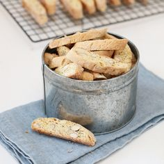 BISCOTTI MED SITRON Lemon Biscotti, A Food, Food And Drink, Edible Gifts, Cookie Desserts, Baking Ingredients, Cookie Dough, Vegan Vegetarian, Biscuits