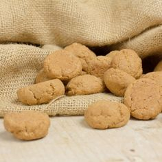 It's Sinterklaas and then we'll eat lots of sweet food. Super tasty, not healthy, but that isn't important these days. You can't escape anymore, it's the sweetest time of year. so this time, a nice How to .. to make your own gingerbread.