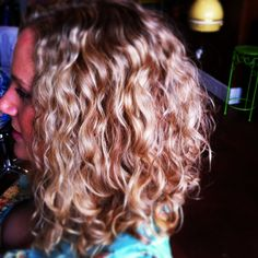 Loving this long curly bob! And look at those hilites!!! Groove hair salon in Dallas