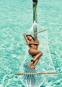 Isabeli Fontana mostra corpão em fotos arrasadoras para Lui Magazine