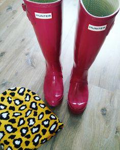 Hello Hunter had niet gedacht dat ik jou nog zou zien in April   Didn't thought I would see you again in April #goodmorning #goedemorgen #saturday #zaterdag #rainyday #inspiration #ootd #styleoftheday #lookoftheday #fashionblogger #fblogger #hunter #wellies #laarzen #muts #kayinmui #durvenveranderen