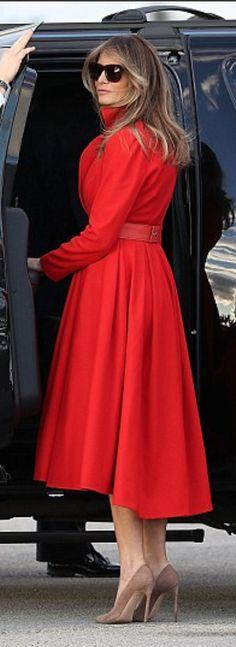 First Lady Melania Trump in red Alice Roi coat merry cosmos Melanie Trump, Donald Trump Family, Melania Knauss Trump, Donald And Melania, Corte Y Color, First Lady Melania Trump, Models, Trump Picture, Ivanka Trump