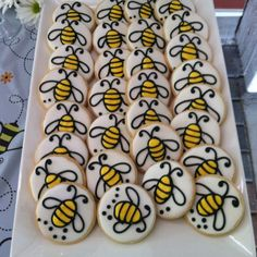 Mommy to BEE baby shower cookies Bee Cookies, Cookies Et Biscuits, Baby Shower Gender Reveal, Baby Shower Themes, Shower Ideas, Bumble Bee Birthday, Bee Birthday Cake, 2nd Birthday, Birthday Ideas