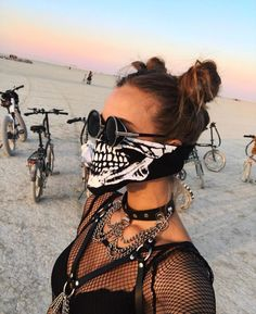 Every Victoria's Secret Angel is at Burning Man Festival thi.- Every Victoria's Secret Angel is at Burning Man Festival this year – New Ideas Every Victorias Secret Angel is at Burning Man Festival this year - Estilo Burning Man, Burning Man Style, Festival Looks, Festival Mode, Desert Festival, Festival Style, Music Festival Outfits, Music Festival Fashion, Vintage Clothing