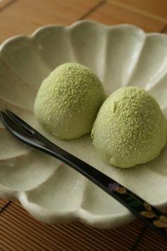 Uguisu mochi - an inspiration of the coming of spring うぐいす餅 Japanese Recipe http://cookpad.com/recipe/1384326