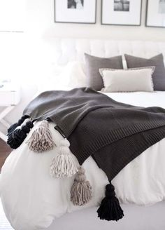 Adding chunky tassels to a cozy blanket somehow makes it feel even warmer. Even if the tassels don't technically make the blanket warmer, they give it more interest and texture to go with fall decor. Home Bedroom, Master Bedroom, Bedroom Decor, Bedrooms, Light Bedroom, Decor Room, Design Bedroom, Diy Tassel, Tassels