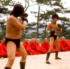 Bruce Lee and Sammo Hung in the opening scene of Enter the Dragon. Bruce Lee Books, Bruce Lee Movies, Bruce Lee Master, Action Icon, Kung Fu Movies, Jeet Kune Do, Bruce Lee Photos, Chinese Martial Arts, Enter The Dragon