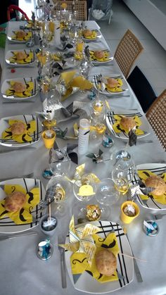 d co table jaune et gris d co bapt me pinterest tables. Black Bedroom Furniture Sets. Home Design Ideas