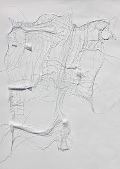 "-""Lines in Space""- Liliya Sotirova  Fil de nylon colé-tissage-blanc sur blanc-quadrillage-relief-trame"