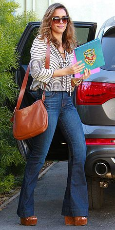 JESSICA ALBA'S MINI MESSENGER BAG + matching sandals --cute! | Jessica Alba