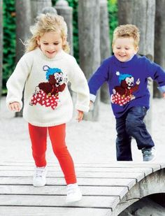 Wish there was a adult sizing chart for this pattern! Strik en fin Rasmus Klump sweater til de mindste - Hjemmet DK Knitting For Kids, Boy Or Girl, Christmas Sweaters, Projects To Try, Graphic Sweatshirt, Sweatshirts, Children, Crochet, Boys