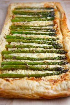 Asparagus and Gruyere Tart. Asparagus and Gruyere Tart Milk Recipes, Tart Recipes, Pastry Recipes, Appetizer Recipes, Appetizers, Cooking Recipes, Healthy Recipes, Ways To Cook Asparagus, Asparagus Tart