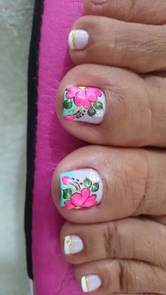 I Nails Hollywood Cute Pedicure Designs, Toenail Art Designs, Luv Nails, Pretty Toe Nails, Pedicure Nail Art, Toe Nail Art, Summer Toe Designs, Cute Pedicures, Summer Toe Nails