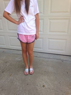 cute and comfy Preppy attire! -Vineyard Vines t-shirt - Pink and grey running shorts (w/ monogram) - silver jack rogers! Summer Outfit For Teen Girls, Summer Work Outfits, Summer Outfits Women, Office Outfits, Outfits For Teens, Cute Dresses, Casual Dresses, Vineyard Vines, Style Guides