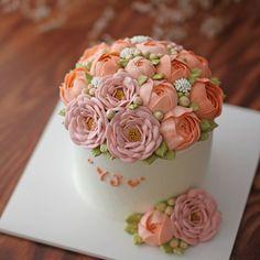 블랑비 플라워케이크~ 여자친구 생일 선물로 주문해 주신 케이크에요~ 화사한 피치핑크 느낌의 미니블라썸~ 시트는 진하고 촉촉한 초코브라우니시트로…