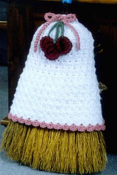 Country Clusters Broom Cover