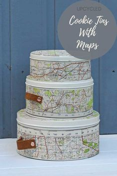 Map tin can upcycle - DIY - Map tin can upcycle Create some stylish storage by repurposing empty cookie tins with maps and leather handles. These storage tins would look great in any travel themed room. Map Crafts, Home Crafts, Crafts To Make, Decor Crafts, Holiday Crafts, Karten Diy, Upcycled Crafts, Repurposed, Craft Projects