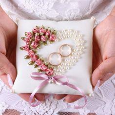 Свадебные подушечки для колец — интернет-магазин «Пион-декор» Wedding Embroidery, Silk Ribbon Embroidery, Hand Embroidery Designs, Diy Embroidery, Ring Pillow Wedding, Wedding Pillows, Wedding Crafts, Diy Wedding Decorations, Ribbon Art
