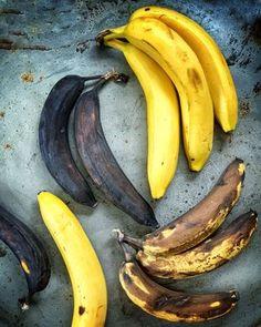 Mehevä banaanikakku on mieletön - älä syö kaikkea heti: maku vain paranee Go Bananas, Smoothies, Food And Drink, Fruit, Minions, Drinks, Smoothie, Drinking, Beverages