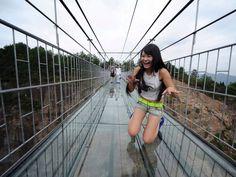 AP_china_glass_bridge_2_jt_150925_4x3_992