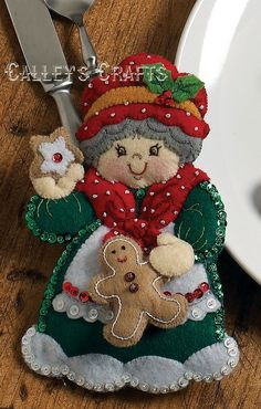 Details about Bucilla Snowman & Penguins ~ Felt Christmas Silverware Holder Kit 6 Pces - Her Crochet Felt Christmas Ornaments, Christmas Love, Christmas Themes, All Things Christmas, Christmas Stockings, Christmas Decorations, Festival Decorations, Christmas Morning, Christmas Traditions