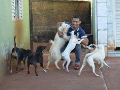 La relación de Marivaldo Abdias da Silva, de 42 años con su perro llamado Lindo duró 22 años y co...