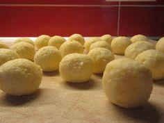 ΜΑΓΕΙΡΙΚΗ ΚΑΙ ΣΥΝΤΑΓΕΣ: Τυρομπαλάκια με 3 τυριά !!! Greek Cooking, Food Hacks, Food And Drink, Appetizers, Potatoes, Cooking Recipes, Bread, Cheese, Vegetables