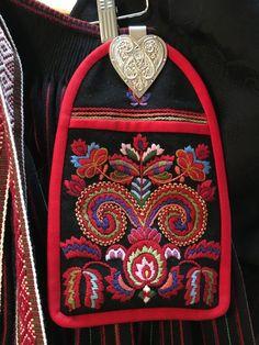 Vest-Agder bunad | FINN.no Color Shapes, Vera Bradley Backpack, Norway, Folk, Vest, Colours, Inspiration, Embroidery, Ethnic Dress