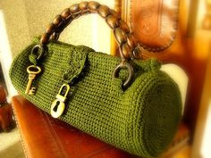 Love this crochet bag - very cute. Handles